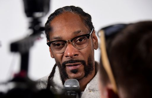 Snoop Dogg spara a Trump. Per finta, in un video