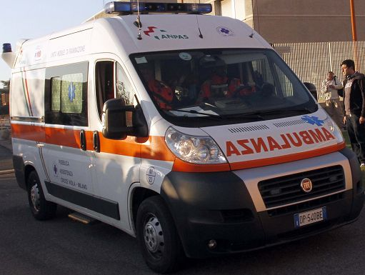 Incidente in via San Giusto, travolto da un camion Amsa: morto ciclista