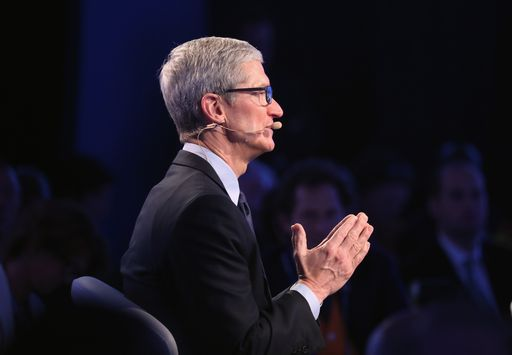 Tim Cook difende Apple: