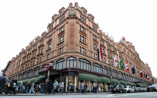 9d673fd5b2 Gb, spende 16 mln sterline in 10 anni da Harrods, ora è indagata