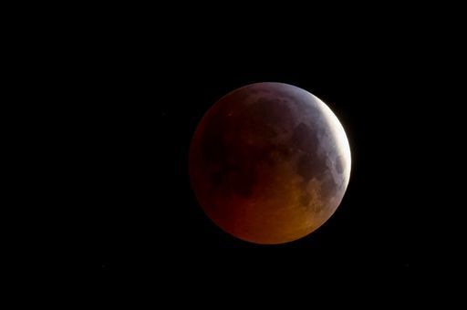 La straordinaria Superluna di sangue