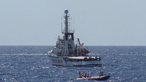 Migranti, Open Arms attraccherà a molo commerciale di Lampedusa