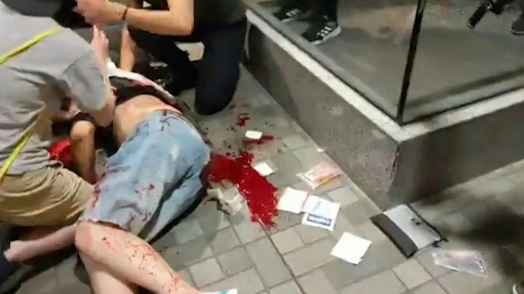 Hong Kong: 4 accoltellati in centro commerciale