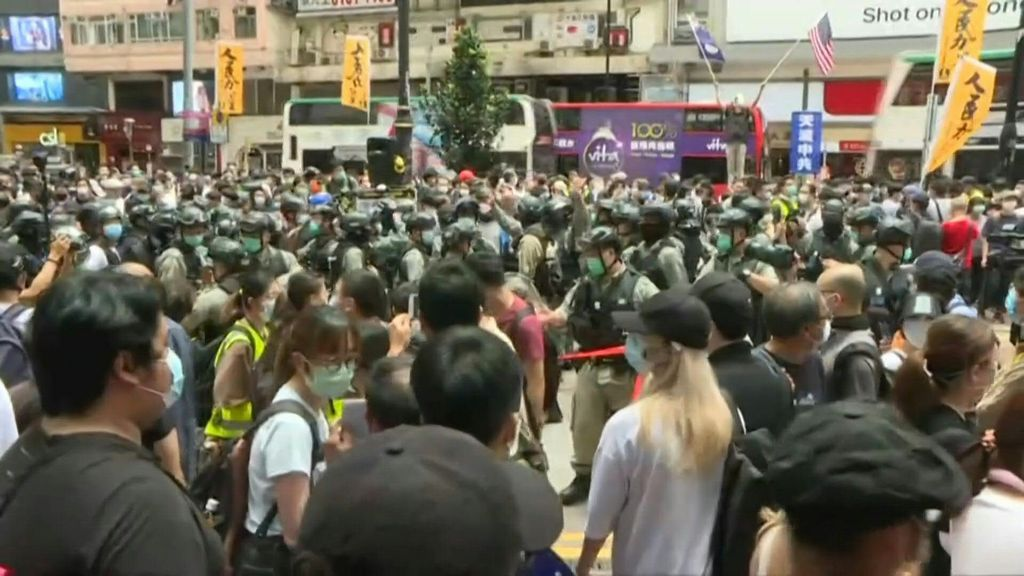Hong Kong, 240 arresti per proteste